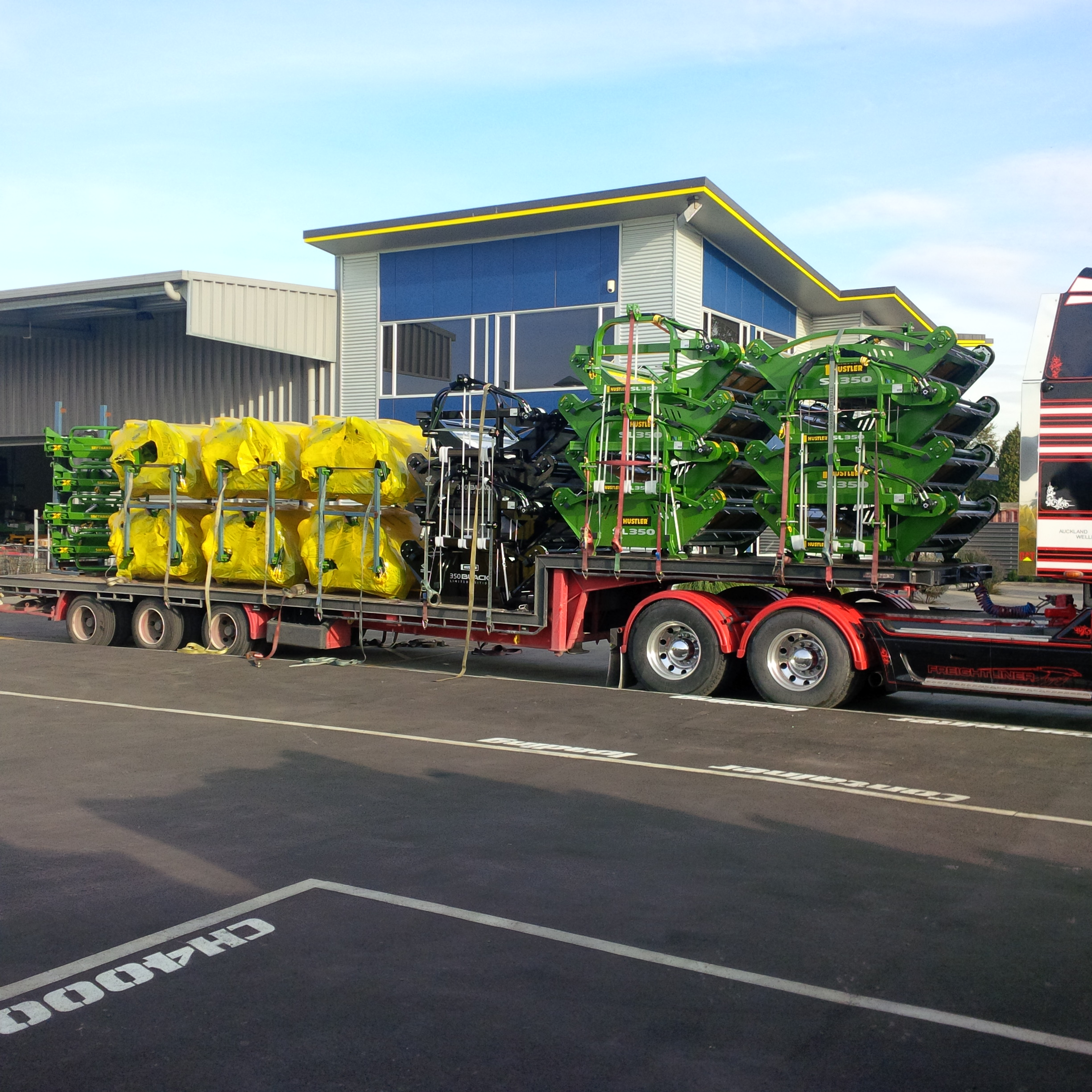 Another truck feeders being dispatched....Nice bit.ly 29UvZio.jpg
